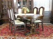 Stół owalny z krzesłami , dąb barwiony .